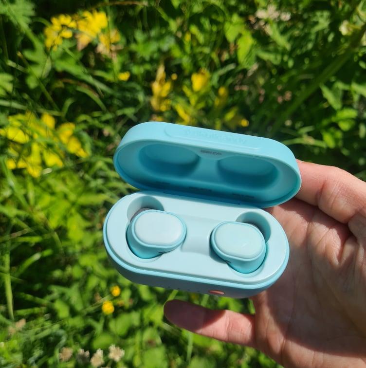 blueheadphones.jpg